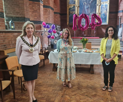 THAT Gallery help Nellie celebrate her 104th birthday