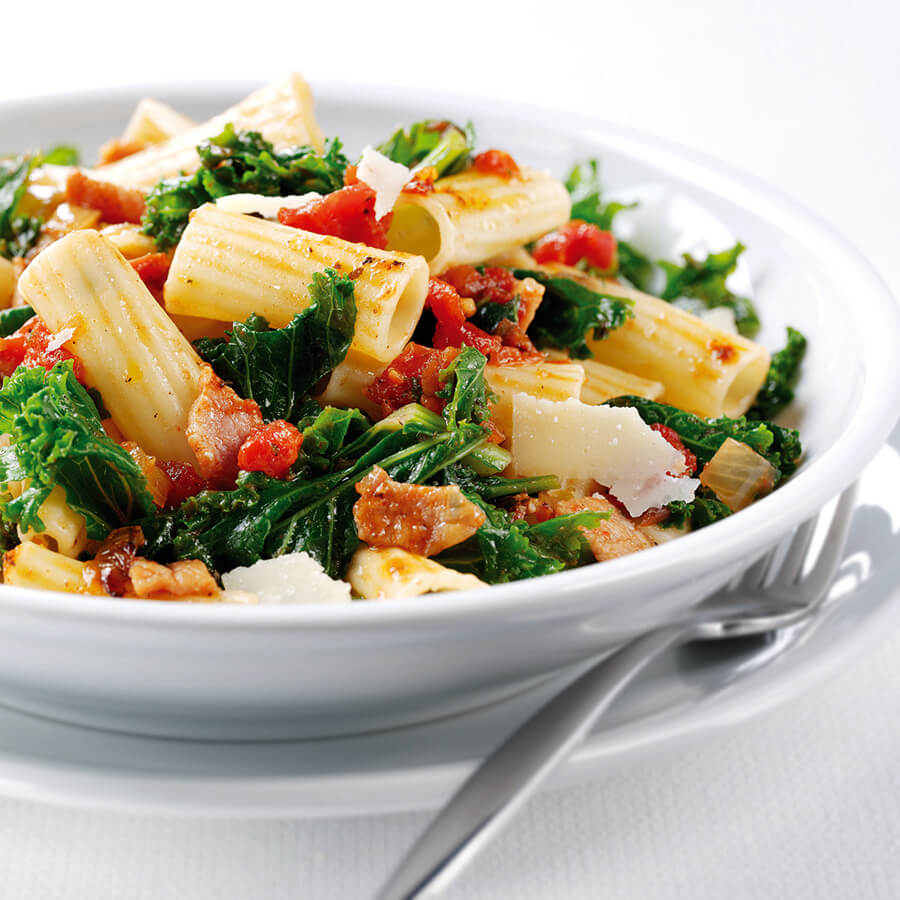 Pasta with Kale, Chilli & Tomato