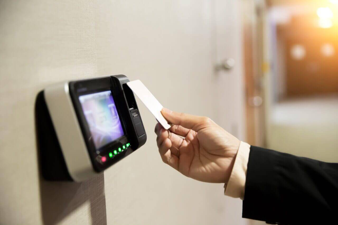 What Are The Benefits of a Keyless Door Entry System