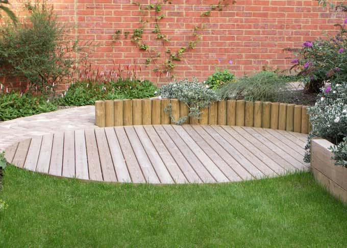Log walling associates perfectly with a circular deck