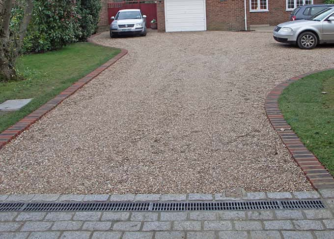 A nicely detailed gravel drive
