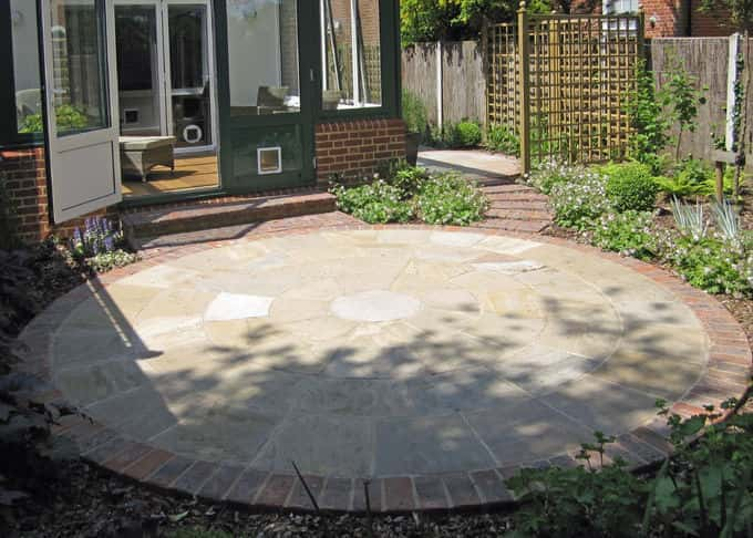 A circular design nicely finished with brick trim