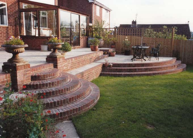 Curved steps transform a patio into beautiful terracing