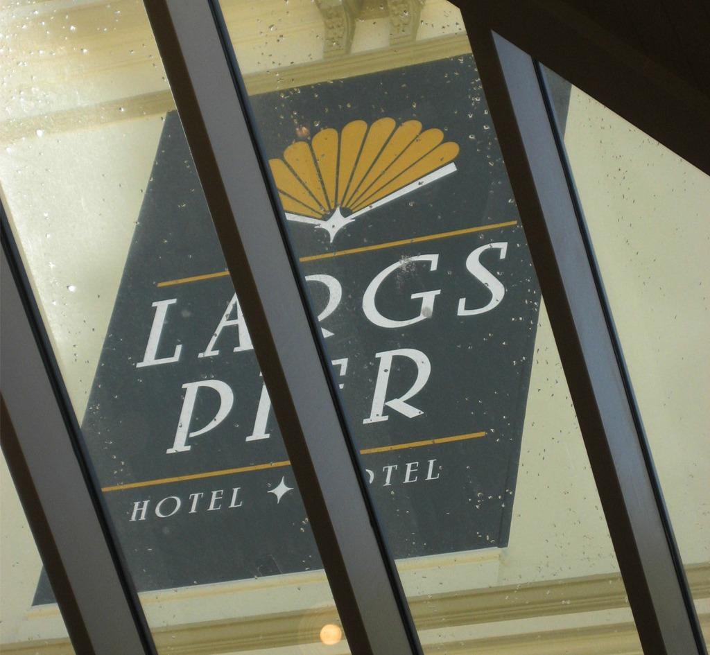 Largs Pier Hotel : Signage