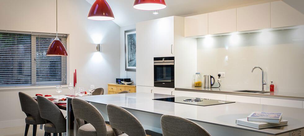 Streamlined white kitchen 05