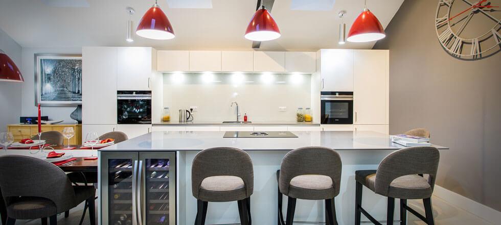 Streamlined white kitchen 04