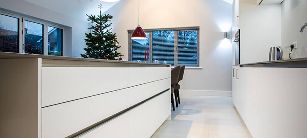 Streamlined white kitchen 03