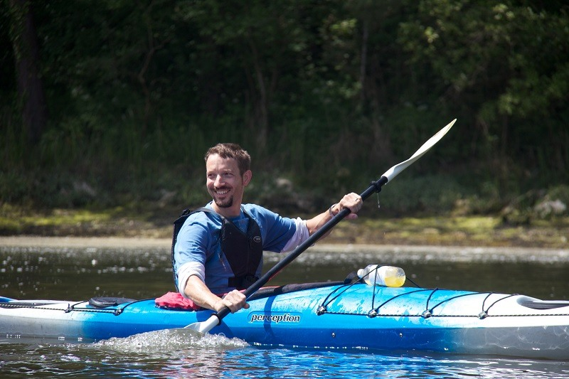 A man taking part in a kayaking course with Liquid Logistics, sister company of New Forest Activities.