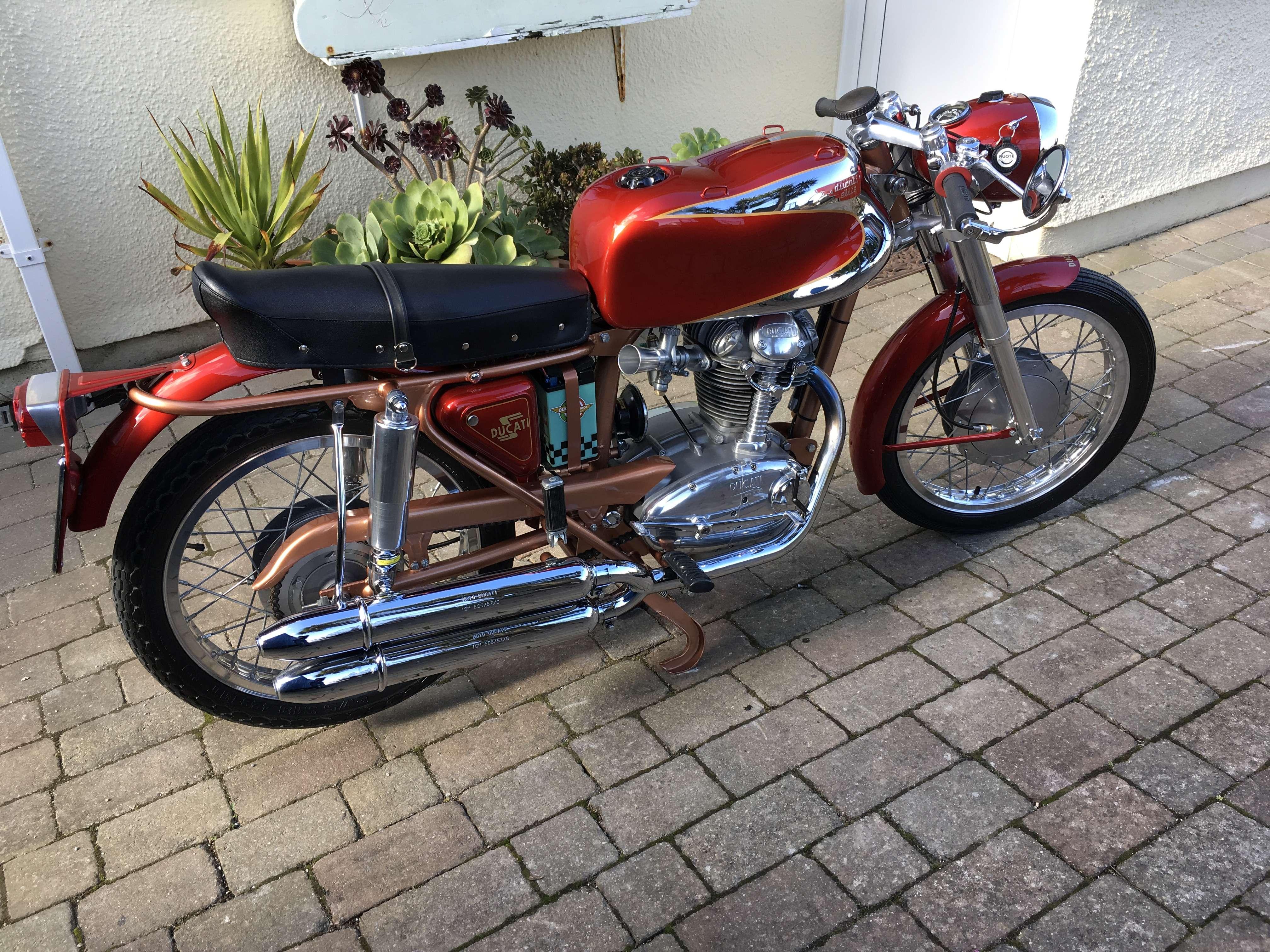 Ducati 200 Elite 1
