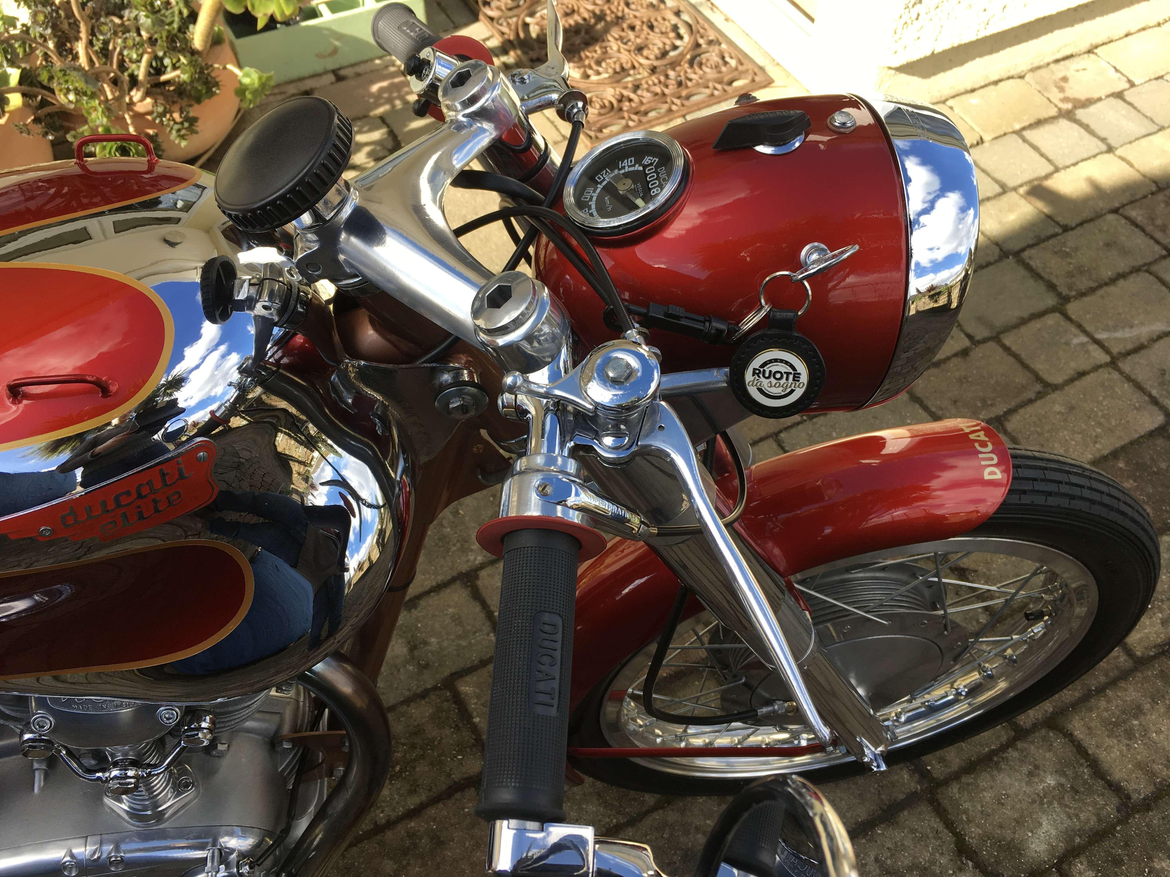 Ducati 200 Elite 3