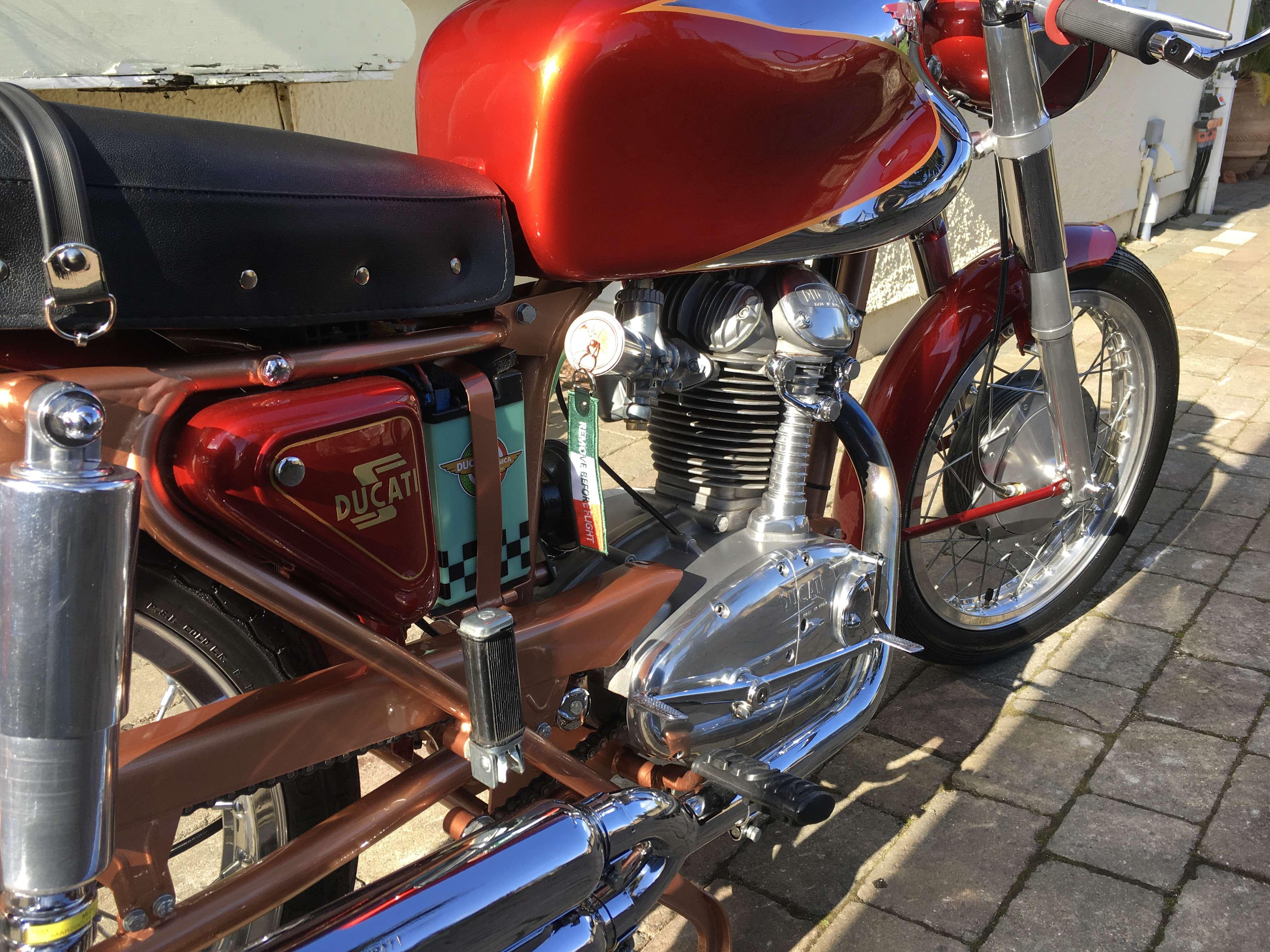 Ducati 200 Elite 6