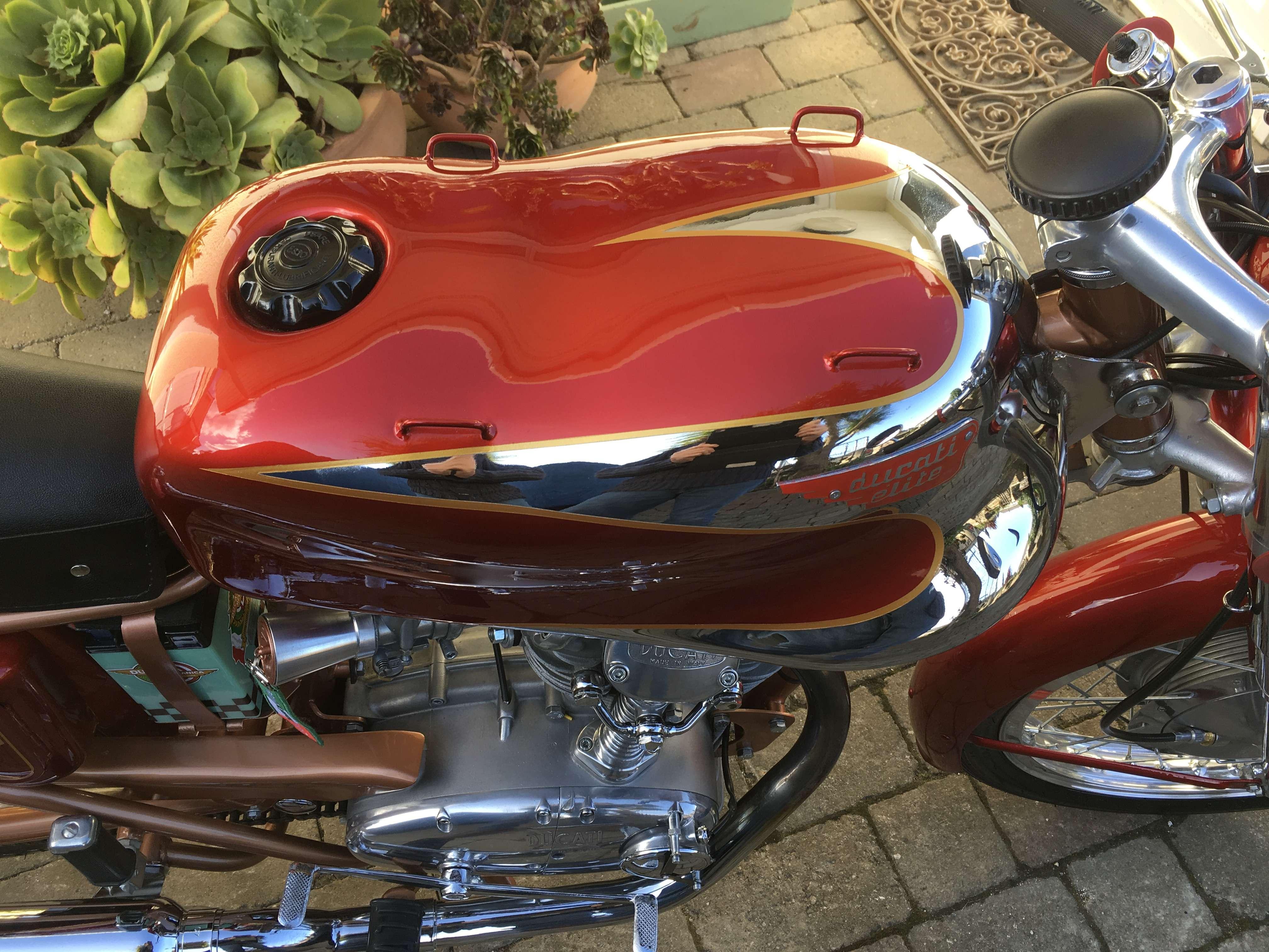 Ducati 200 Elite 7