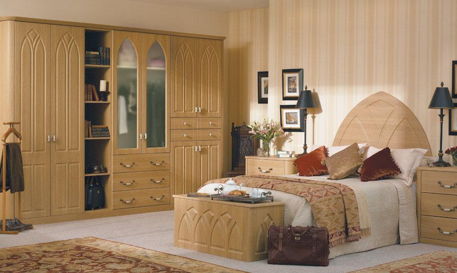 Bella Lissa Oak Gothic Bedroom