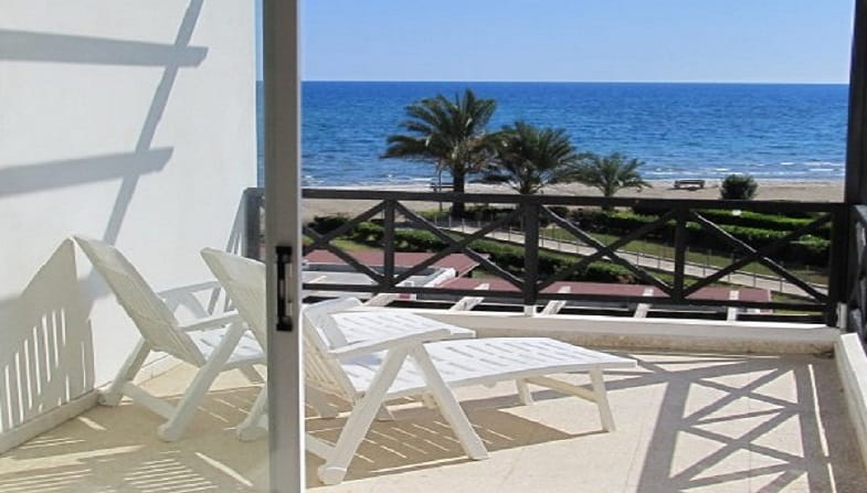 Flat in amazing location on the beach