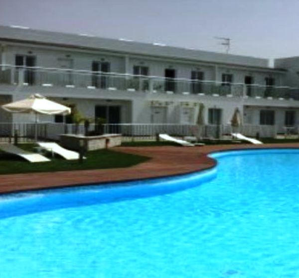 Modern 1 bedroom flat on complex w pool & cafe